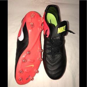 NIKE Tiempo Legacy II FG Men's Soccer Cleats